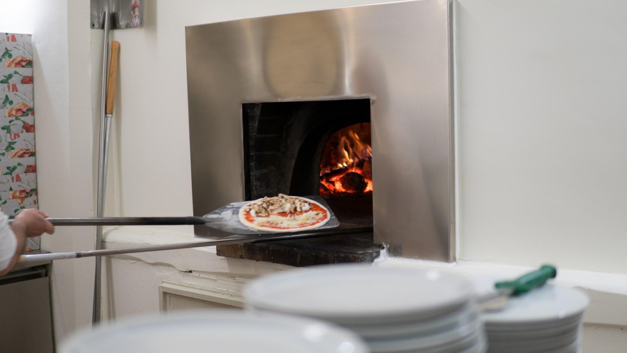 Immagine pizza infornata